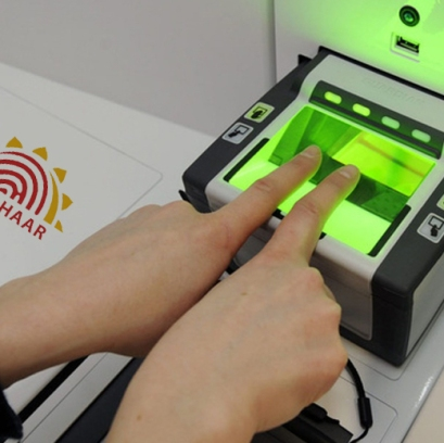 indias-banks-must-move-to-aadhaar-based-biometric-authentication-showcase_image-1-a-9785